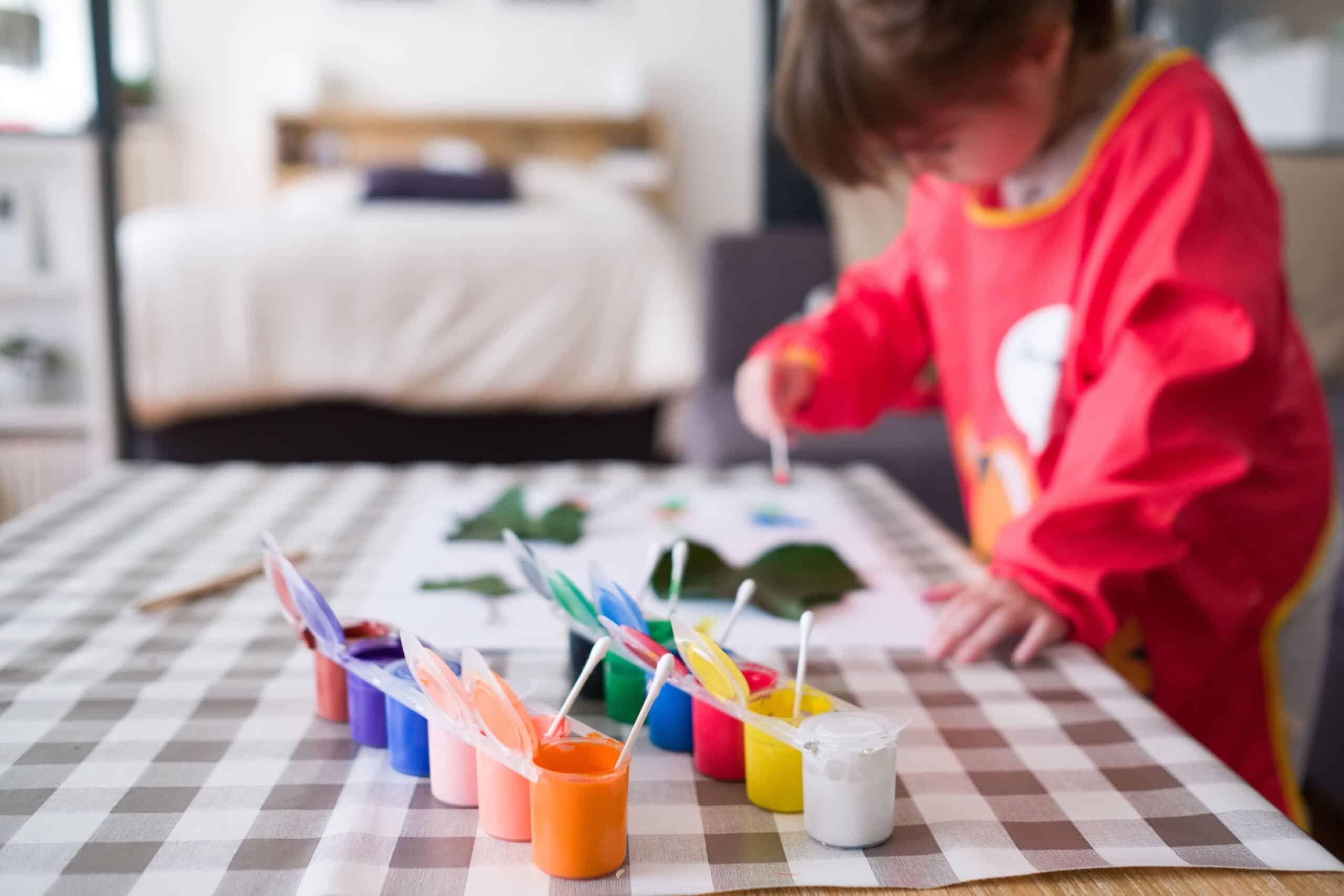 Former vos enfants à la peinture